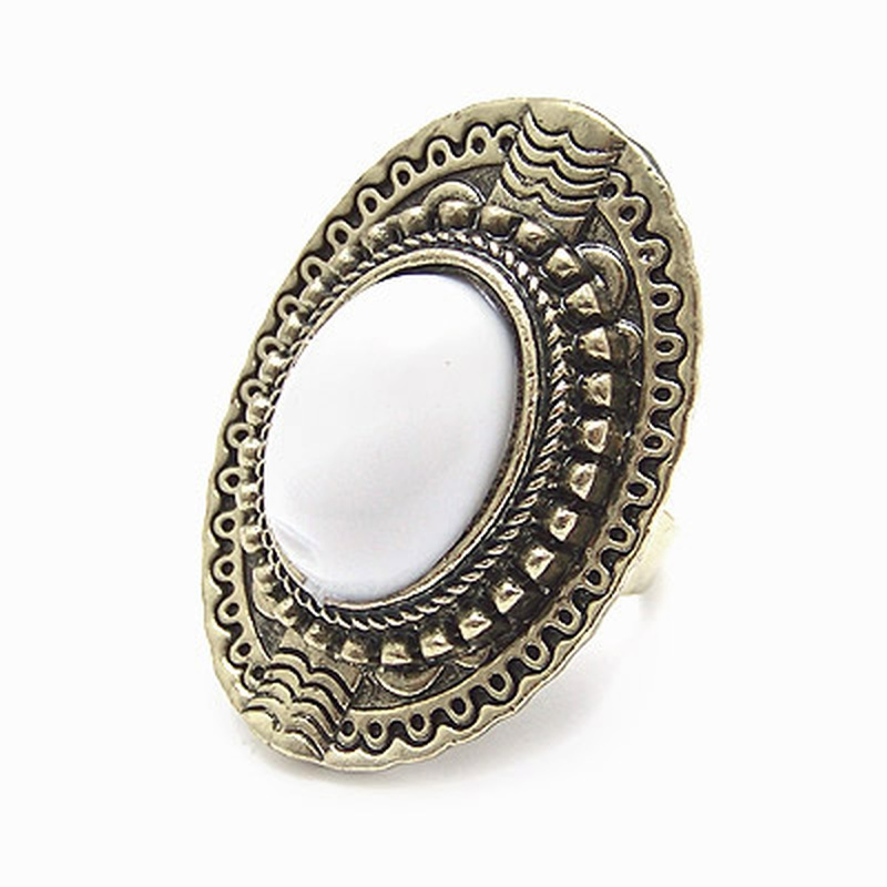 Vintage embedded gem the queen ring white 177274