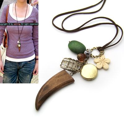 Classic Petal and horn sweater chain 138814