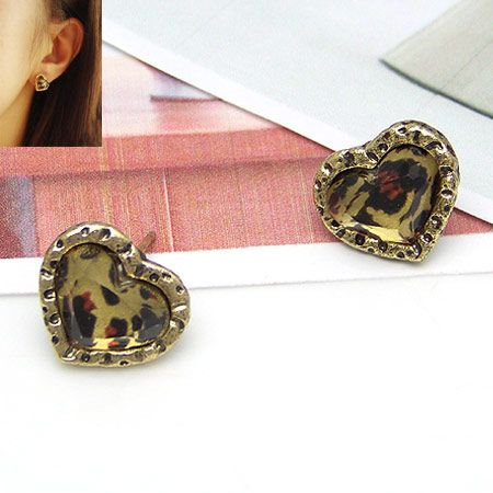 Classic small leopard grain and peach heart ear studs 185017