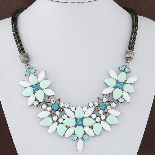 Occident Fashion metal luxury jewel bright flowers   snake bone necklace NH224159