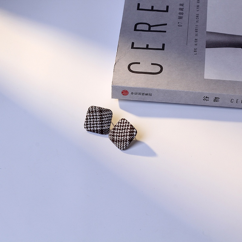 Imitated crystal&CZ Fashion Geometric earring  (black) NHIM1477-black