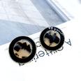 NHOM1323-Light-colored-earrings