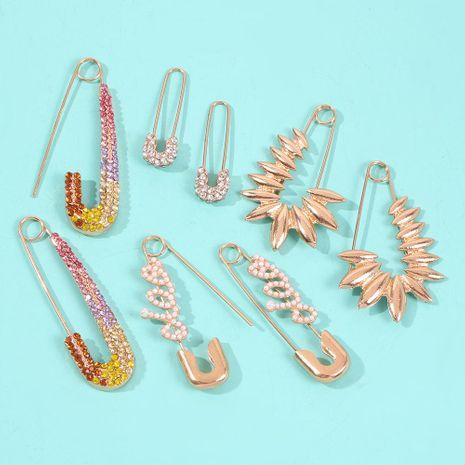 Pendientes de aleación de diamantes de color creativo en forma de alfabeto inglés de moda retro NHMD157503's discount tags