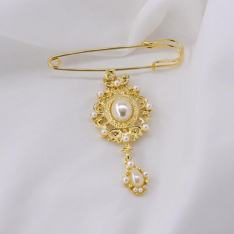 Fashion simple pearl rhinestone alloy brooch NHNT158360's discount tags