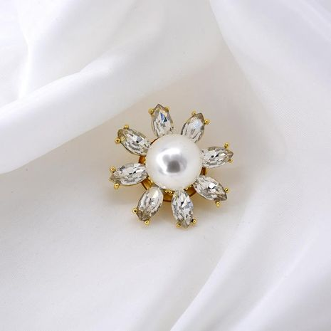 Stylish white three-dimensional daisy crystal flower brooch NHNT158366's discount tags