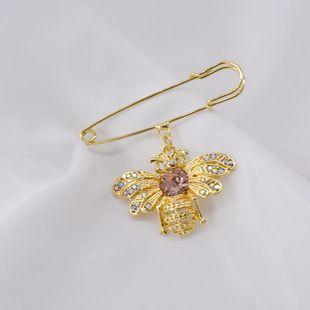 Broche de diamantes de color perla retro de abeja barroca NHNT171064's discount tags
