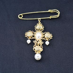 2019 otoño e invierno nuevo broche de perlas con cruz submetal NHNT171066's discount tags