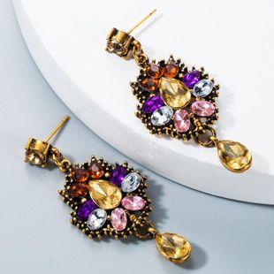 Serie de cristal de moda con diamantes y pendientes exagerados. NHLN171037's discount tags