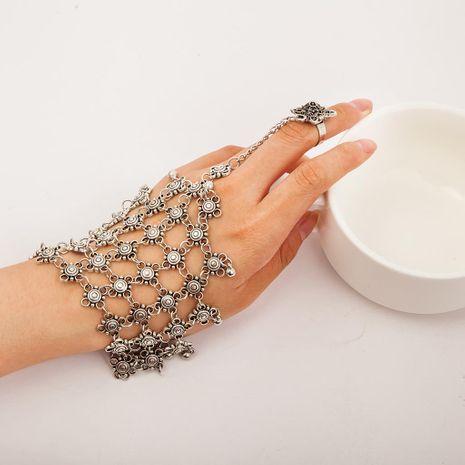 Bracelet pompon multicouche vintage ajouré sculpté NHDP171426's discount tags