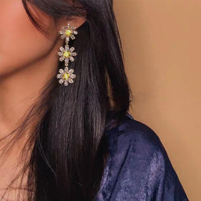 Alloy Diamond Small Daisy Earrings Long Fashion NHJQ171222