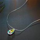 Elegante collar geomtrico de circn invisible de color lgrima NHGO171869