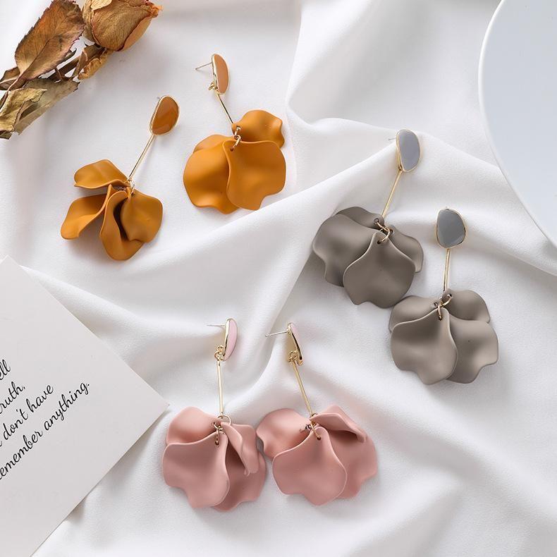 Fairy matte textured petals long earrings NHMS156016