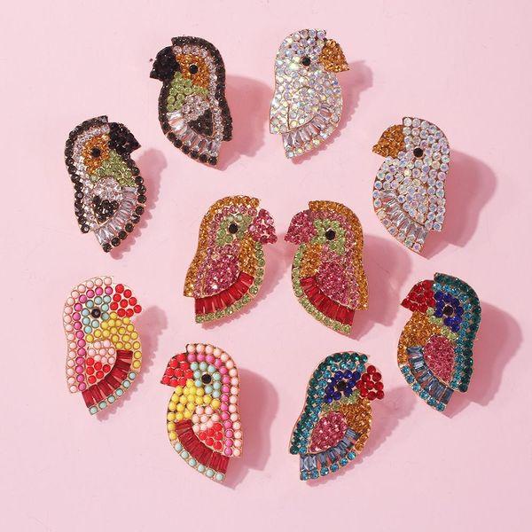 Pendientes de aleación de loro de diamantes llenos de color exagerado de moda NHMD156050