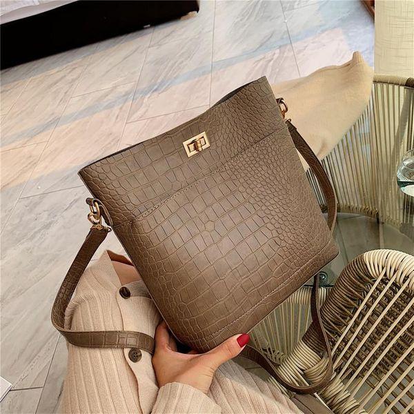 New simple fashion crocodile pattern wide shoulder shoulder diagonal package ocean chain lock bucket bag NHPB173614