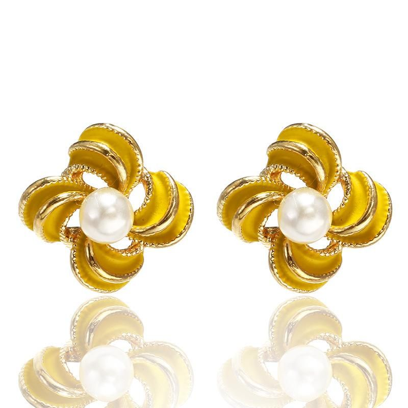 Trendy Simple Metal Pearl Flower Stud Earrings Sweet Petal Earrings NHPF173804