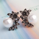 Super Vintage Pearl Five Leaf Flower Shell Pearl Earrings Stud Earrings NHXI176898