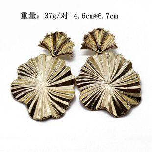 Aretes para mujer de aleación de metal de alta calidad Pendientes colgantes de pliegues redondos irregulares Pendientes de metal NHOM177586's discount tags