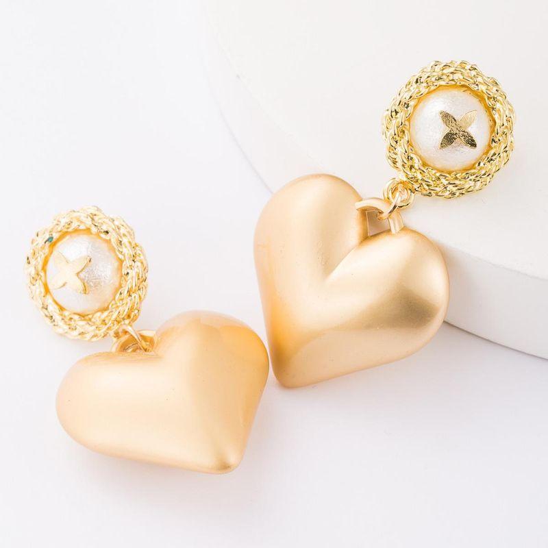 Aretes para mujer de corazón de amor de aleación creativa de moda Pendientes de botón al por mayor de moda NHJE179605