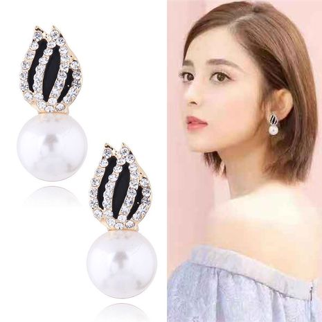 Exquisite Korean ladies personality earrings fashion Jane Tulip Pearl wild personality earrings NHSC180765's discount tags