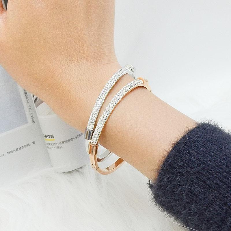 Pulsera estrellada de acero de titanio de moda chapada con pulsera no alergénica de oro real de 18 quilates NHOK182463