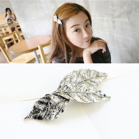 Tree leaf hair clip NHDP175035's discount tags