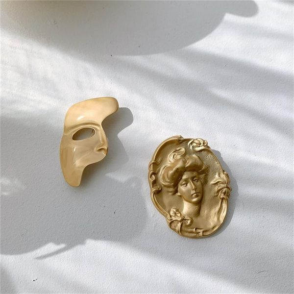 Europe and the United States new unique portrait mask brass brooch NHYQ174977
