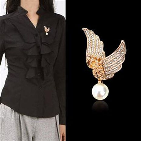 Korean version of the brooch new full diamond angel wings pearl pendant brooch high-end clothing hot supply 350608 NHLJ175935's discount tags