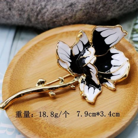 Black and white large flower brooch coat coat pin pin alloy drop glaze brooch NHOM176514's discount tags