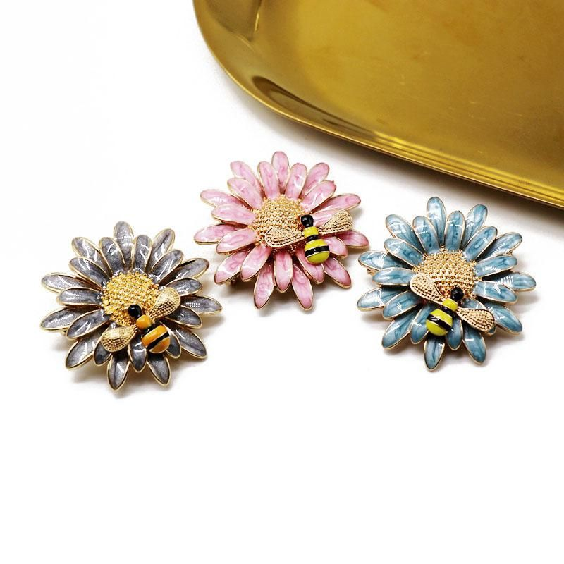 Exquisite color drop glaze flowers insect brooch chrysanthemum small bee shape pin three-dimensional beautiful brooch NHOM176523
