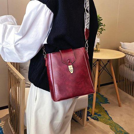 Versión coreana de la bolsa de mensajero de banda ancha bolso de cubo de hombro rojo neto femenino de moda femenina NHXC176773's discount tags