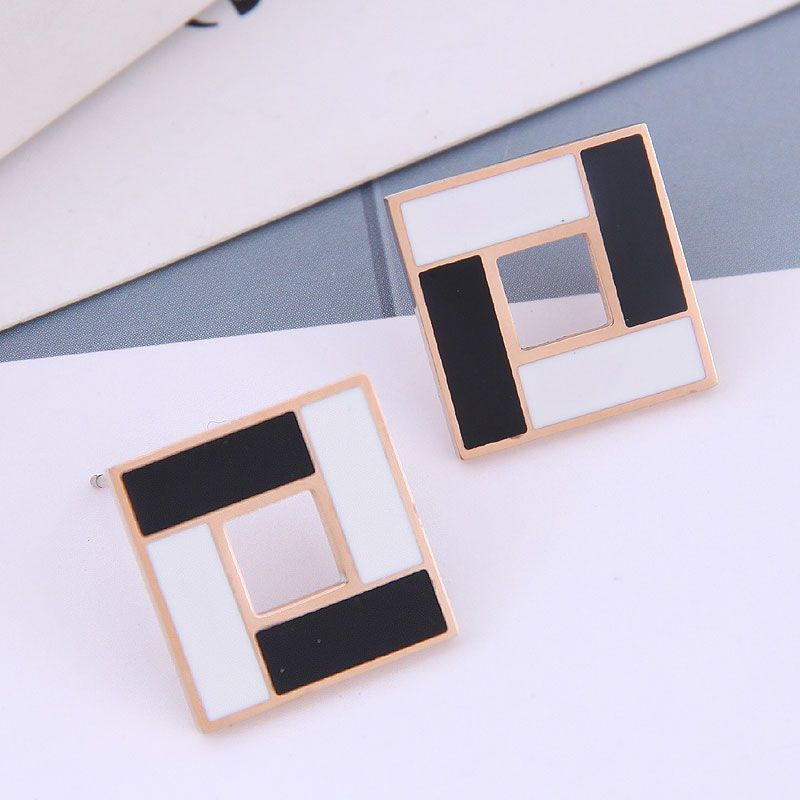 Exquisite Korean fashion rose gold titanium steel female earrings simple and sweet OL simple black and white square personality temperament earrings NHSC187012