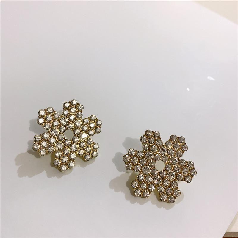 Simple and versatile temperament shiny rhinestone snowflake stud earrings NHYQ186983
