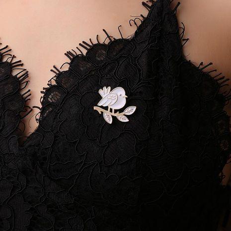 Nouveau style coréen vêtements mignon dégoulinant oiseau broche simple femmes broches collier broche en gros NHDP190645's discount tags