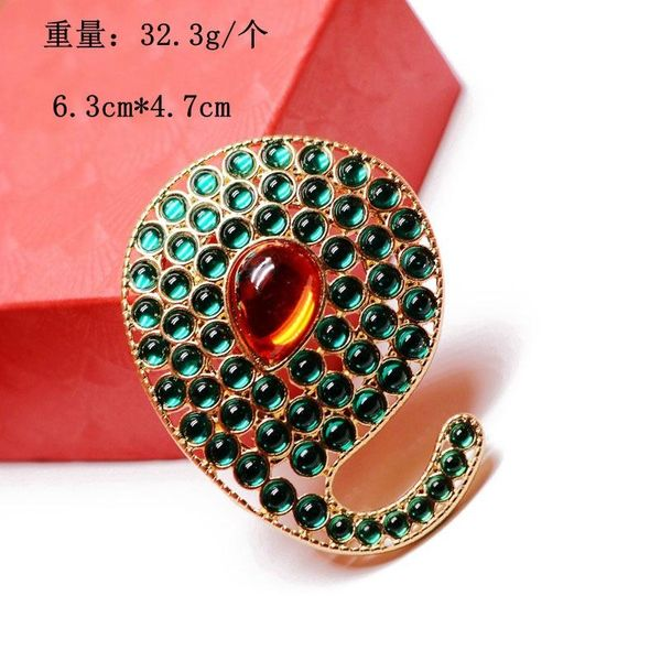 Retro brooch irregular round atmospheric heavy industry brooch brooch red green gem brooch coat pin NHOM190847