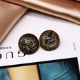 NHOM523009-Brown-resin-gold-wire-ear-clip