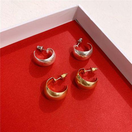 Mini pendientes de aro de metal retro invierno elegantes pendientes en forma de C para mujer NHYQ191154's discount tags