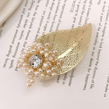 New European and American fashion simple fashion pearl brooch clothing corsage silk scarf buckle scarf ring shawl buckle women wholesale NHLJ184543's discount tags
