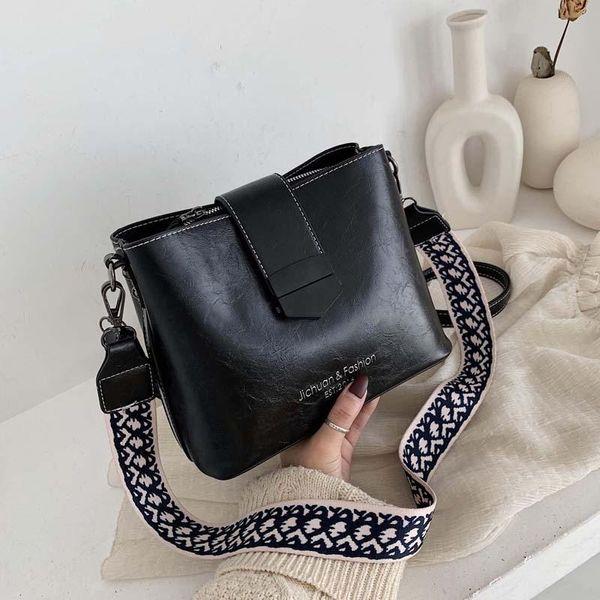 Retro bags women's bags winter new wide messenger bags women's versatile fashion simple shoulder bag NHTC185316