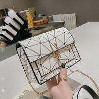 Bolso bandolera estilo Hong Kong Versión coreana del paquete cuadrado pequeño de costura láser oblicua XC190420118568