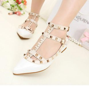 New anti-wolf shoes Europe and America flat shoes rivet pointed patent leather SO190424119067's discount tags