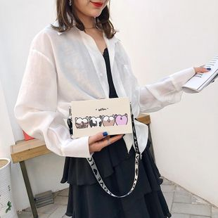 Korean version of the wild Messenger wide shoulder strap girl box square bag XC190427119549's discount tags