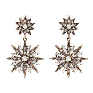 Pendientes clásicos de diamantes de imitación con tachuelas de metal. NHJJ129207's discount tags