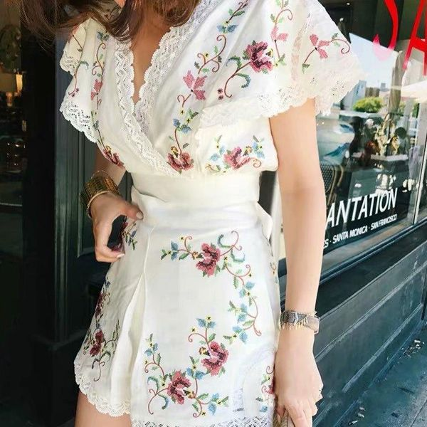 Costura bordada de encaje en algodón y lino. NHAM129626