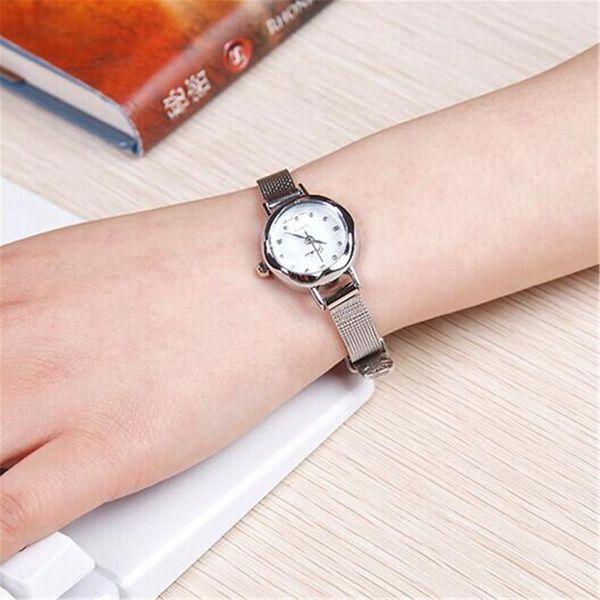 Esfera pequeña y pequeña de moda con reloj de mujer NHSY145978