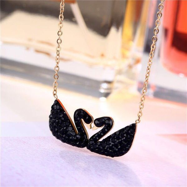 Stylish and simple titanium steel black swan necklace NHIM152038