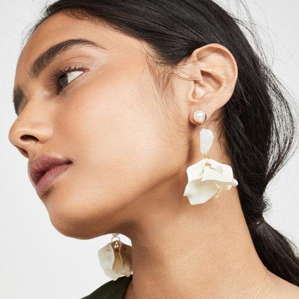 Fashion paint flower multi-petal resin pearl alloy earrings NHLU152557