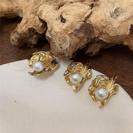 Vintage metal pleated leaves with pearl ring NHYQ153516's discount tags
