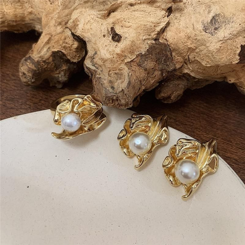 Vintage metal pleated leaves with pearl ring NHYQ153516