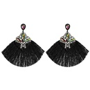 Nuevos aretes largos con borlas geomtricas con tachuelas de diamantes NHJJ149076