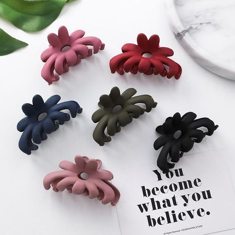 Stylish personality acrylic petal hair accessories NHMS154372's discount tags